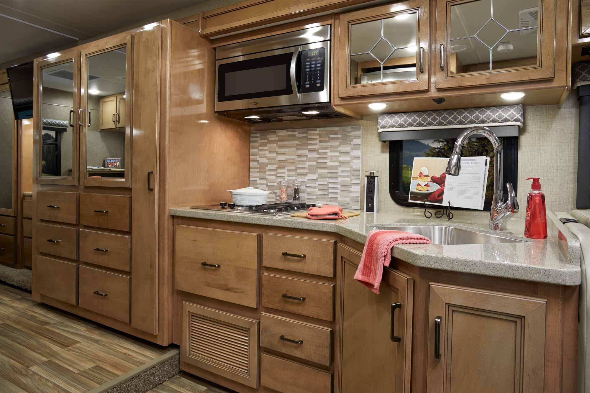Quantum Class C Motorhomes Thor Motor Coach Axis F350 Fuse Box Diagram 2019 Ws31 Cloud Nine Prestige Maple Kitchen