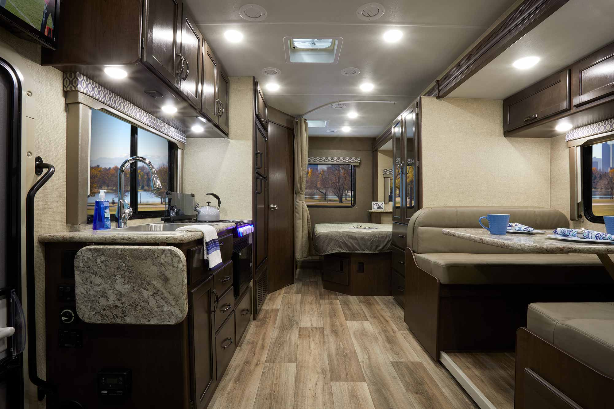 Freedom Elite Class C Motorhomes Gallery Thor Motor Coach