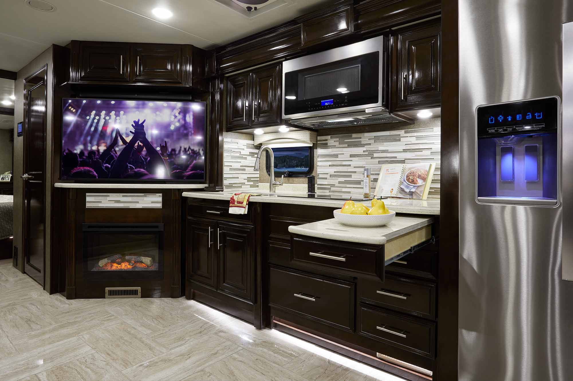 P furthermore Inline Image Preview also I C Img in addition Ve ian G Fresco Milan Kitchen furthermore Palazzo X. on bed tilt lifestyle