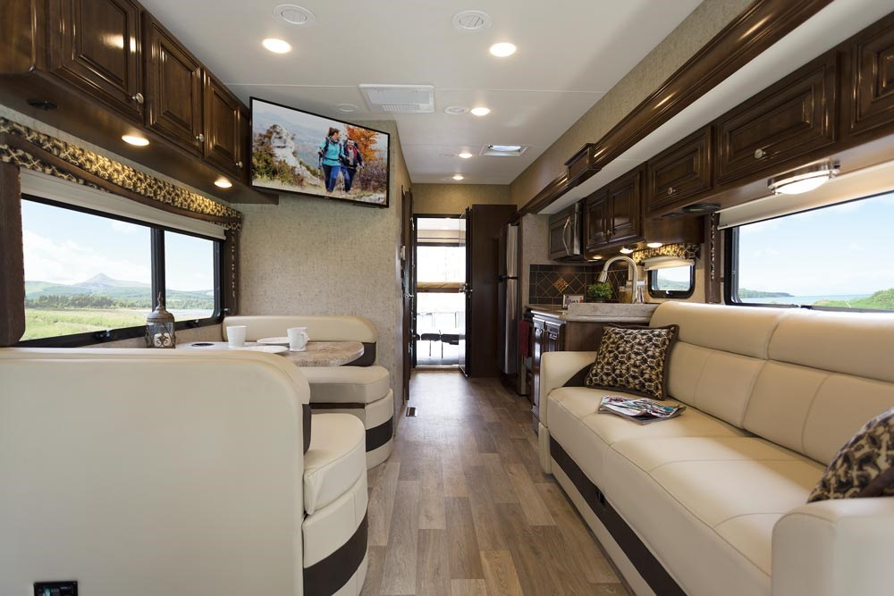 Thor Motor Coach 2017 Outlaw Motorhomes Receive Impressive