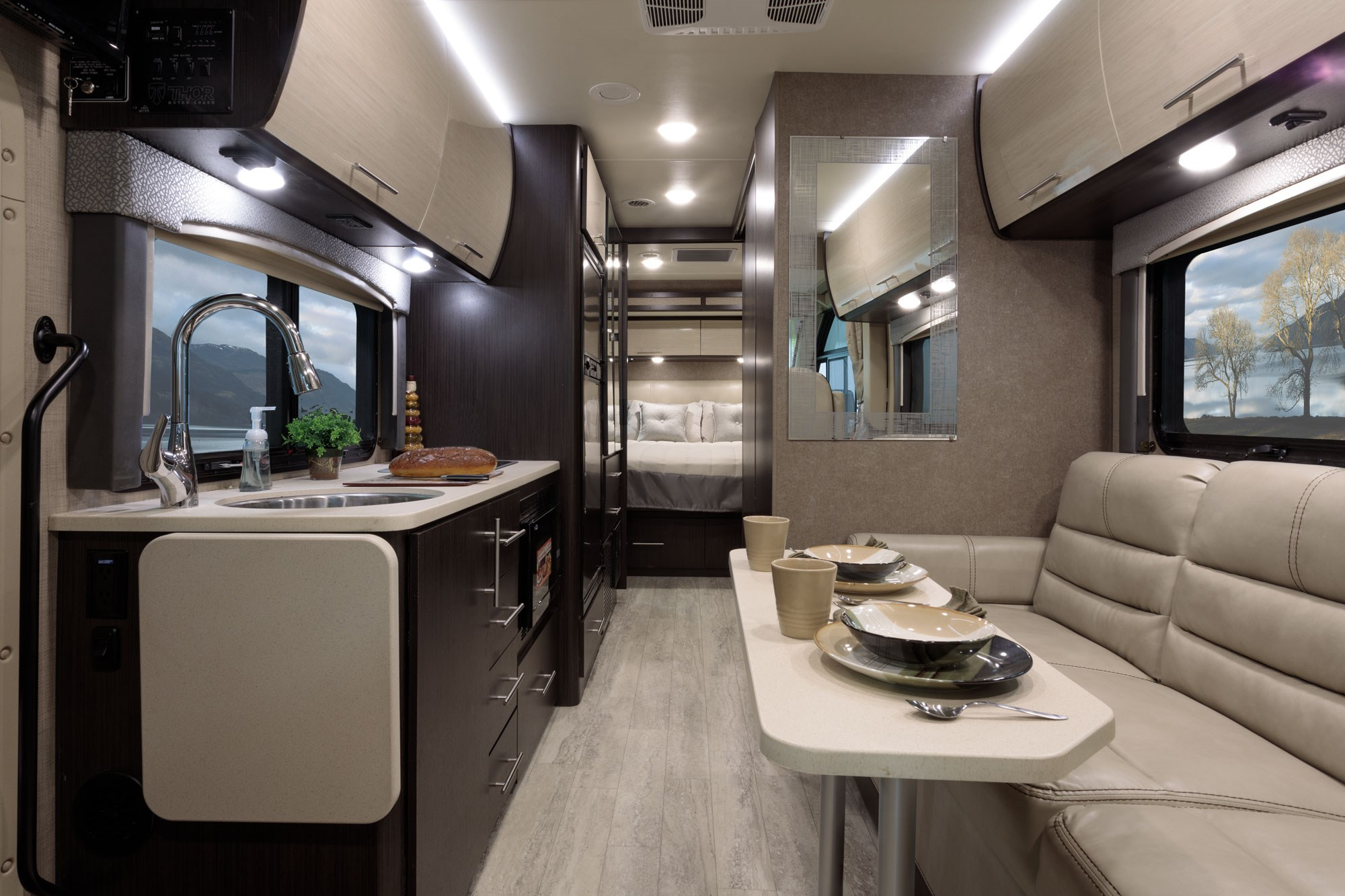 2018 thor vegas best new cars for 2018 for Motor coaches with 2 bedrooms