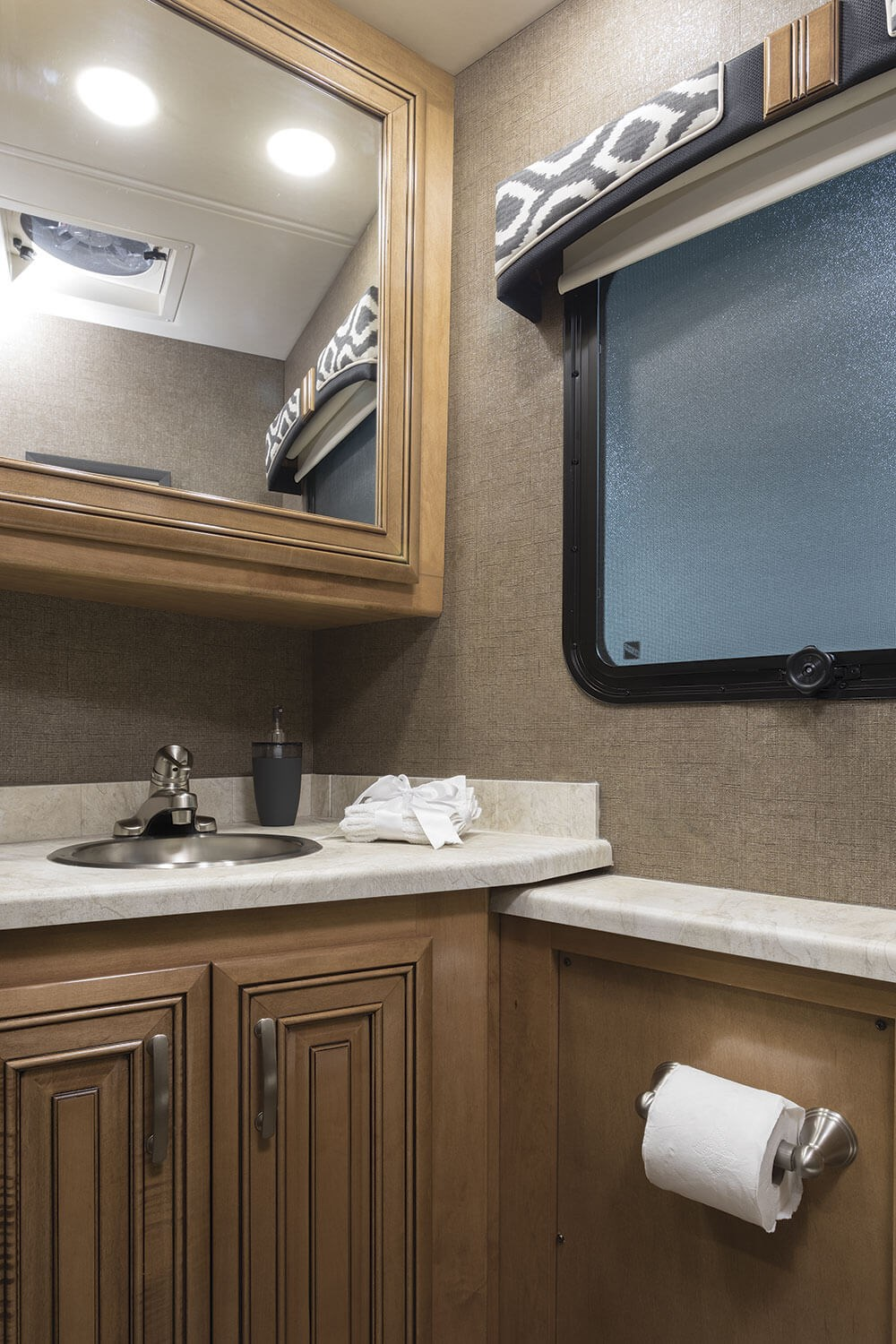 Serrano 32ft diesel - 2018 Palazzo 36 3 Nightfall High Gloss Glazed Newport Half Bathroom