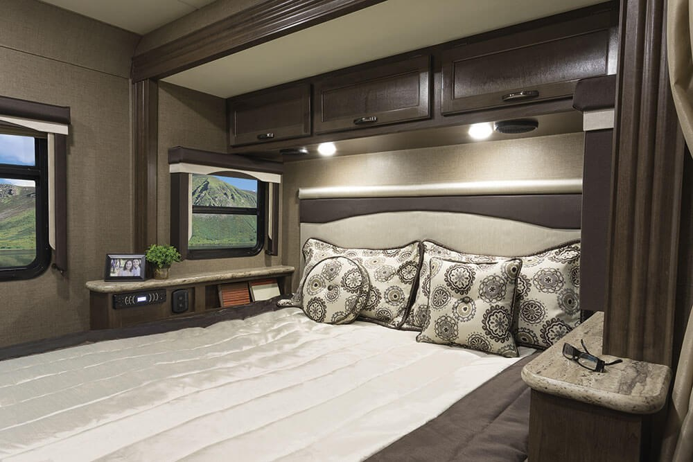A c e class a motorhomes thor motor coach for Motor coaches with 2 bedrooms